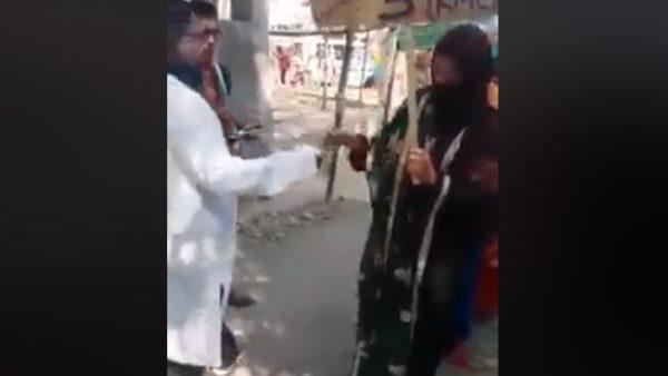 फैक्ट चेक: शाहीन बाग का बता वायरल किया जा रहा पैसे बांटने का वीडियो मणिपुर का