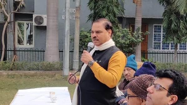 Delhi Assembly Election: AAP नेता जितेंद्र सिंह तोमर की जगह उनकी पत्नी लड़ेंगी त्रिनगर से चुनाव