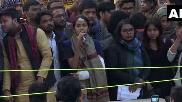 JNUSU प्रेसीडेंट आइशी घोष बोलीं- इस लड़ाई में हम कश्मीर को पीछे नहीं छोड़ सकते
