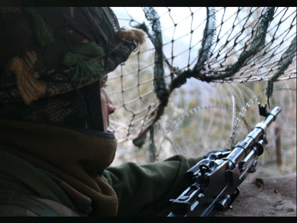 बॉर्डर क्रॉस कर भारत में घुस आए 5 पाकिस्तानी, BSF ने पकड़ा तो बोले- गर्लफ्रेंड से मिलने आए हैं