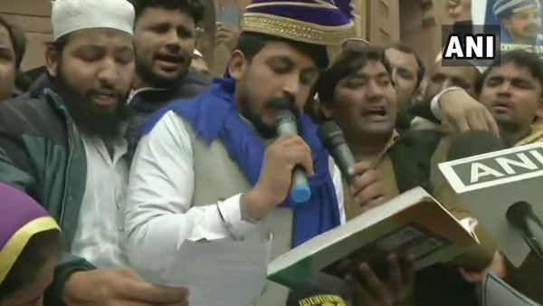 भीम आर्मी प्रमुख चंद्रशेखर ने जामा मस्जिद पहुंच पढ़ी संविधान की प्रस्तावना, बोले- सीएए के खिलाफ सब साथ आएं