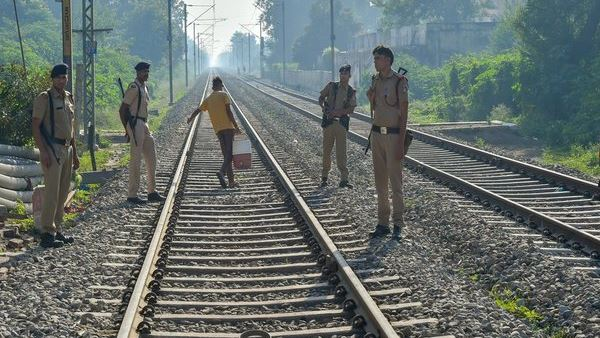 Bihar 5 people killed train accident, Hasanpur, Samastipur, Khagariya , train accident, train, accident, bihar, बिहार, रेल दुर्घटना