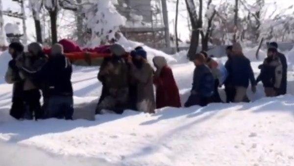 यह भी पढ़ें-बर्फबारी में सेना के 100 जवानों ने चार घंटे तक पैदल चलकर गर्भवती महिला को पहुंचाया अस्पताल