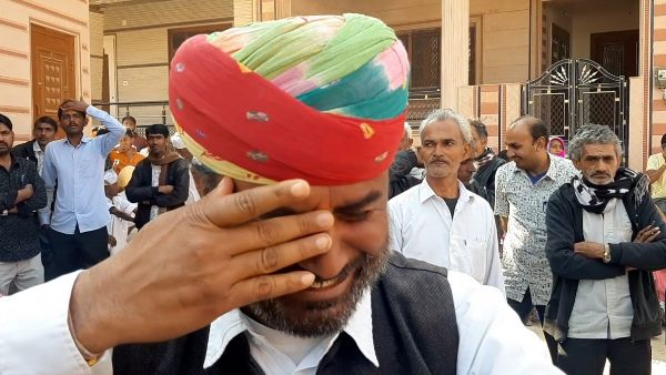 राजस्थान : चुनाव जीतने के बाद थप्पड़ पड़ने पर MLA के सामने फूट फूटकर रोया यह शख्स, Video Viral