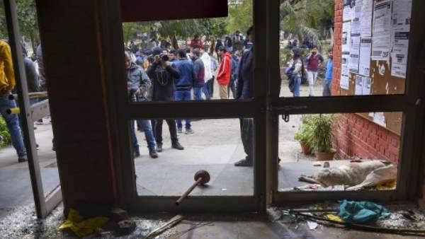 RTI में खुलासा- JNU में जनवरी के पहले हफ्ते में नहीं तोड़े गए बायोमेट्रिक सिस्टम और सीसीटीवी