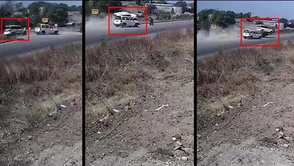 तेज रफ्तार गाड़ी डिवाइडर से टकराकर हवा में उड़ी, बाइक सवार पर गिरी, दर्दनाक हादसे का VIDEO