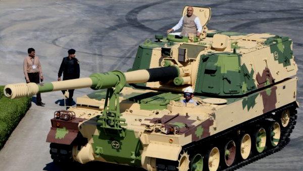 इसे भी पढ़ें- भारतीय सेना को सौंपी गई K-9 वज्र हॉवित्जर, 43 KM तक मारक क्षमता, राजनाथ इस तोप पर बैठकर घूमे