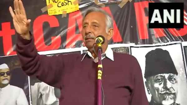 Congress leader Mani Shankar Aiyar at the protest against CAA and NRC, in Delhis Shaheen Bagh