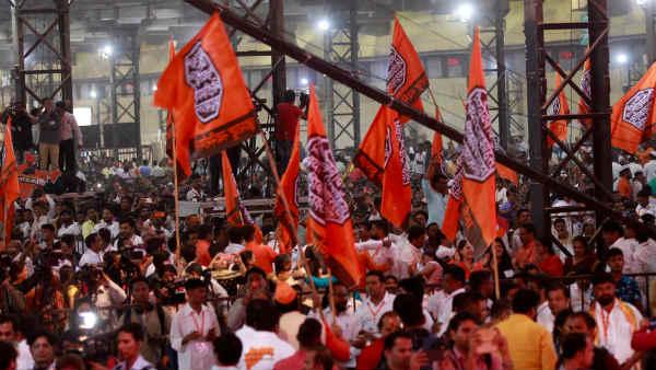 इसे भी पढ़ें- भगवा ध्वज पर शिवाजी की मुहर और स्टेज पर वीर सावरकर, क्या MNS ने शिवसेना के लिए खतरे की घंटी बजा दी?