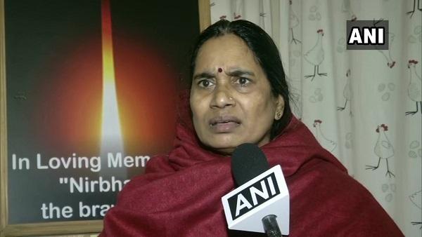 ये भी पढ़ें:'दोषियों को माफी' वाले बयान पर भड़कीं निर्भया की मां, कहा- मानवाधिकार के नाम पर धब्बा हैं इंदिरा जयसिंह