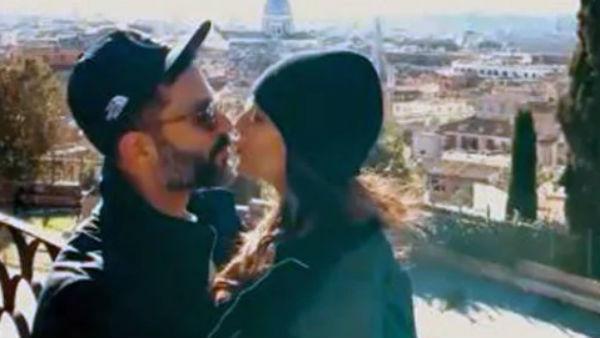 यह पढ़ें:रोमांटिक अंदाज में पति संग सोनम कपूर ने मनाया न्यू ईयर, लिपलॉक का Video हुआ Viral