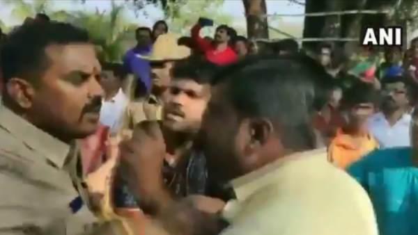 कर्नाटक: पहले पूजा करने को लेकर भाजपा-जेडीएस समर्थकों में झड़प, देखें वीडियो