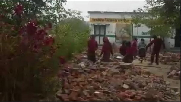 Children throwing debris from their school, video goes to viral
