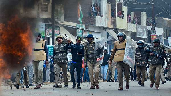 <strong>CAA: कोर्ट में सामने आया मुजफ्फरनगर पुलिस का एफआईआर में किया 'खेल'</strong>