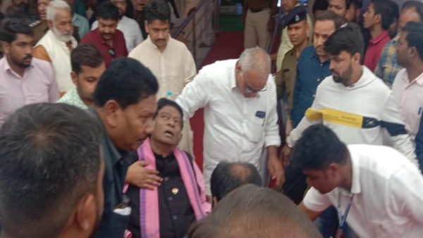 chhattisgarh ambikapur ajit jogi fainted during programme of ts singhdev