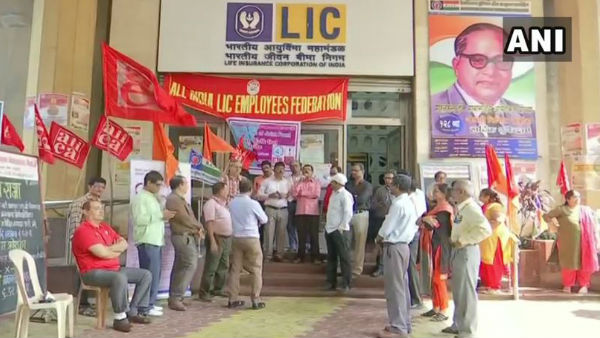 LIC employees hold protest and walkout against Centres budget announcement regarding disinvestment plan of LIC