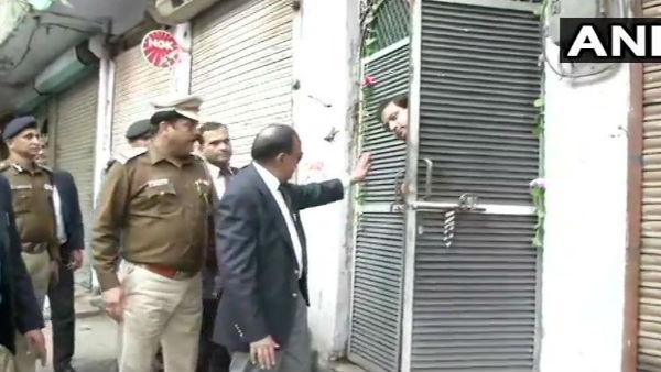 <strong>Delhi Violence: एक बार फिर हिंसा प्रभावित इलाके में पहुंचे NSA अजित डोभाल,लोगों से मिलकर कही ये बात</strong>