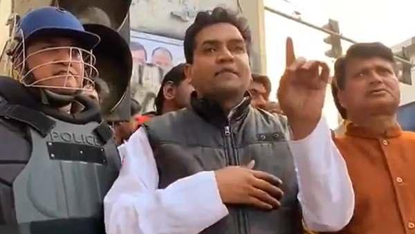 <strong>कभी मोदी के खिलाफ आग उगलने वाले कपिल मिश्रा आज बने बीजेपी के सिरदर्द, पढ़े उनके विवादित बयान</strong>