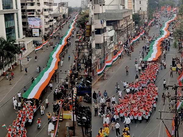 गुजरात में 2 हजार लोगों ने 2 किलोमीटर लंबे राष्ट्रध्वज के साथ निकाली तिरंगा यात्रा, मुख्यमंत्री विजय रूपाणी ने किए विरोधियों पर प्रहार