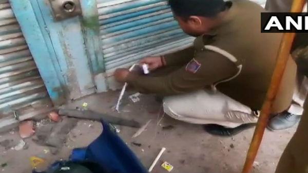 Delhi Violence: आप नेता ताहिर हुसैन पर दिल्ली पुलिस की बड़ी कार्रवाई, फैक्टी सील
