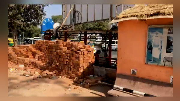 ahead of Trump Ahmedabad visit, Gujarat civic body builds wall to shut out slum on route, people ask to PM Modi this is why happen