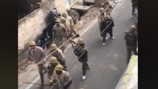 Fact Check-These viral videos with police lathicharge are not from Delhi