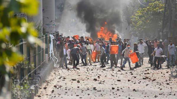 CAA Protest: दिल्ली के मौजपुर में भड़की हिंसा, पुलिसकर्मी की मौत, DCP घायल