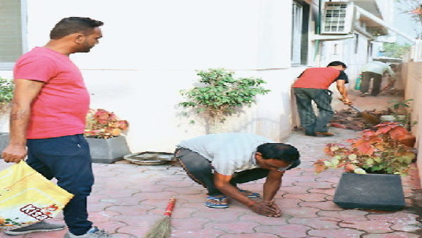 Gujarat riots convicts clean the shoe dishes in temple of Indore