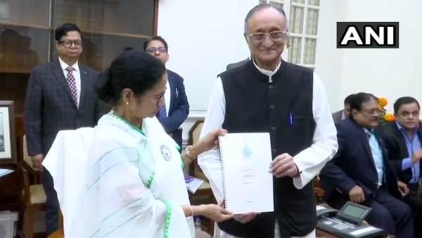 पश्चिम बंगाल बजट: मुफ्त बिजली का ऐलान, 60 साल से अधिक उम्र वालों को मिलेगी पेंशन