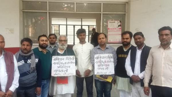 लखनऊ: CAA के खिलाफ प्रदर्शन में शामिल होने जा रहे मैग्सेसे पुरस्कार विजेता गिरफ्तार