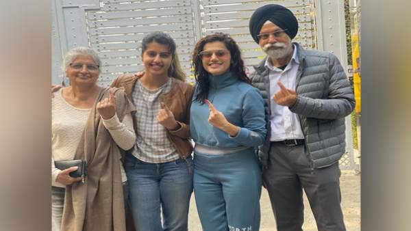 Delhi Assembly Election: परिवार संग वोट देने पहुंचीं अभिनेत्री तापसी पन्नू, बोलीं- क्या आपने डाला वोट?