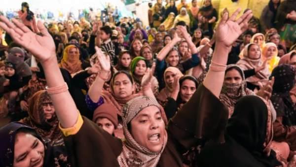 इसे भी पढ़ें- शाहीन बाग प्रदर्शन के खिलाफ याचिका पर सुप्रीम कोर्ट में सुनवाई टली, 10 फरवरी को होगी सुनवाई