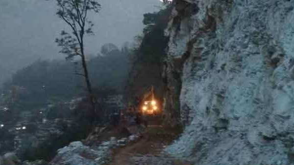 uttrakhand accident three people died due to fall of boulder