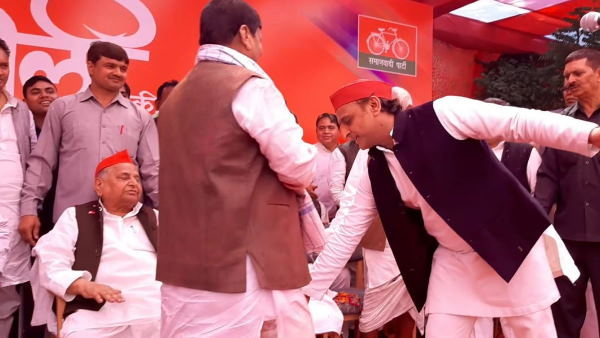 Akhilesh Yadav withdrawing petition to against Shivpal Singh Yadav membership