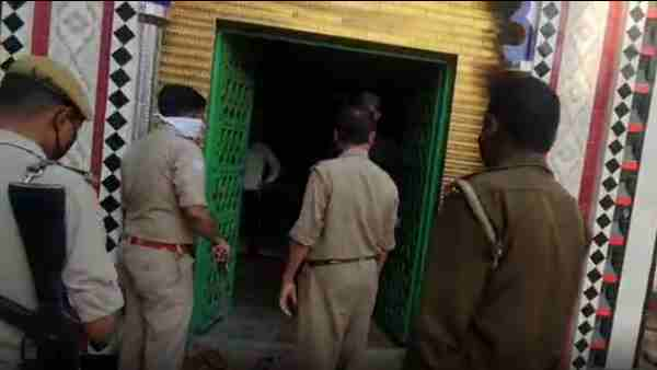 Lockdown: police action against three teachers because open madrasa in fatehpur