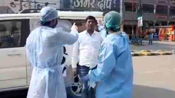 VIDEO: सीएम योगी के गढ़ गोरखपुर में इस तरह की जा रही कोरोना संदिग्धों की चेकिंग