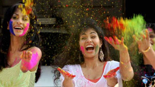 Holi 2021: रंगों वाला वीकेंड, होली खेलने से पहले बालों को ऐसे करें बचाव