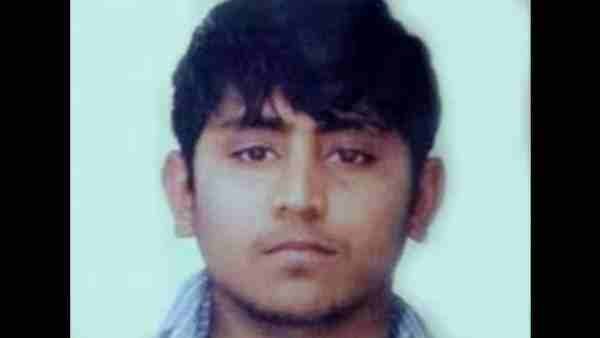 Nirbhaya case accused Pawan Gupta reaches court against two policemen
