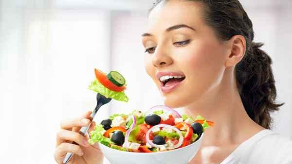 कोरोना के संकट के बीच कैसा हो आपका आहार ताकि बने रहें स्वस्थ और बढ़े प्रतिरोधक क्षमता