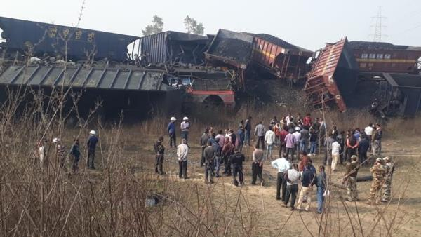 2 cargo trains collide in madhya pradesh Singrauli Loco pilots trapped