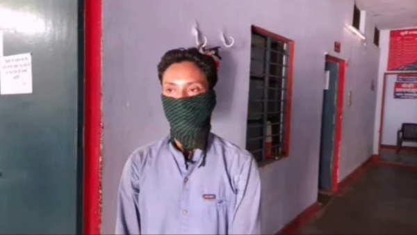 ये भी पढ़ें:- कानपुरः पुलिस वालों को देखते ही उनके ऊपर थूकने लगता था युवक, किया गया गिरफ्तार