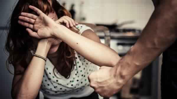 संस्कारों में 'मर्दवाद' के चलते LOCKDOWN के दौरान महिलाओं के खिलाफ बढ़ी घरेलू हिंसा