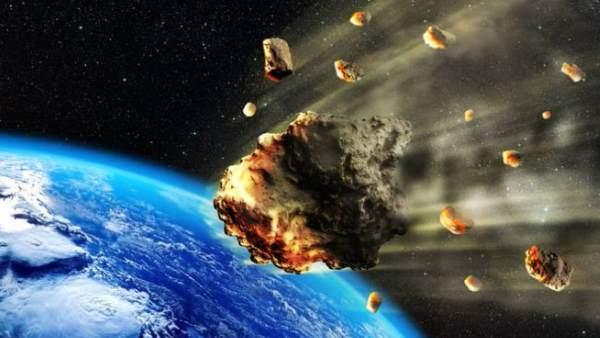 कुछ ही घंटे बाद पृथ्वी के पास से गुजरेगा उल्कापिंड, मिले इससे पहली इंसानी  मौत के सबूत | asteroid pass through earth 29 april first evidence killing a  human - Hindi Oneindia