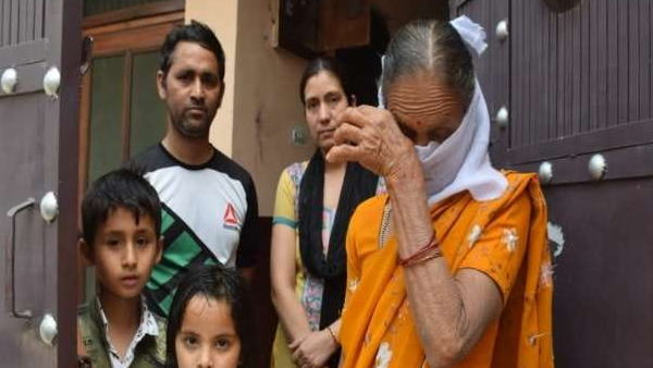 Aunty of CM Yogi stopped by Uttarakhand police