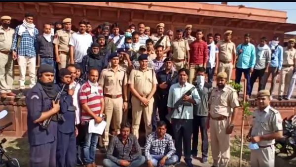 Rajasthan : कुख्यात डकैत पप्पू गुर्जर की गिरफ़्तारी के बाद 'कोरोना' का खौफ भूली धौलपुर पुलिस