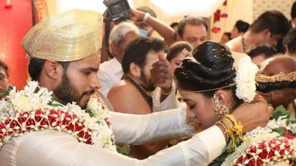 कर्नाटक: लॉकडाउन के बीच शादी के बंधन में बंधे कुमारस्वामी के बेटे निखिल, कांग्रेस नेता की भतीजी बनी जीवनसाथी