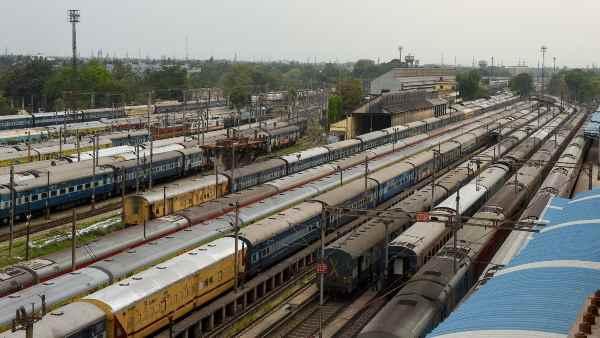 इसे भी पढ़ें- दूसरे राज्यों में फंसे मजदूरों को लाने के लिए रेलवे चला सकता है 400 स्पेशल ट्रेन, कई राज्यों के CM ने की मांग