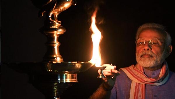 #9बजे9मिनट: PM मोदी ने भी जलाया दीप, ट्वीट कर लिखा ये खास श्लोक