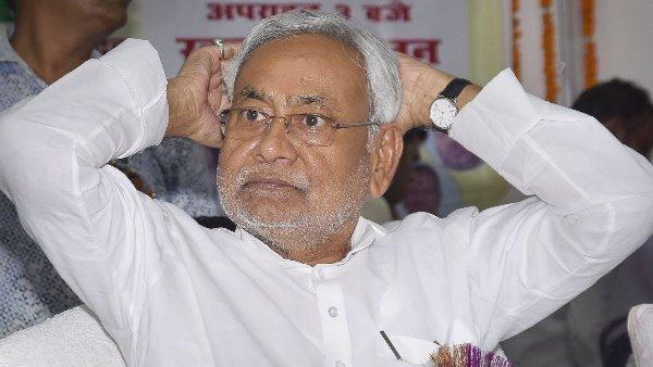 बिहारः तेजस्वी यादव पर पलटवार करते हुए सीएम नीतीश कुमार ने कहा- हमको कहता है बाहर नहीं निकले हैं...