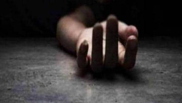 Dead body of young girl found Road side in jaipur